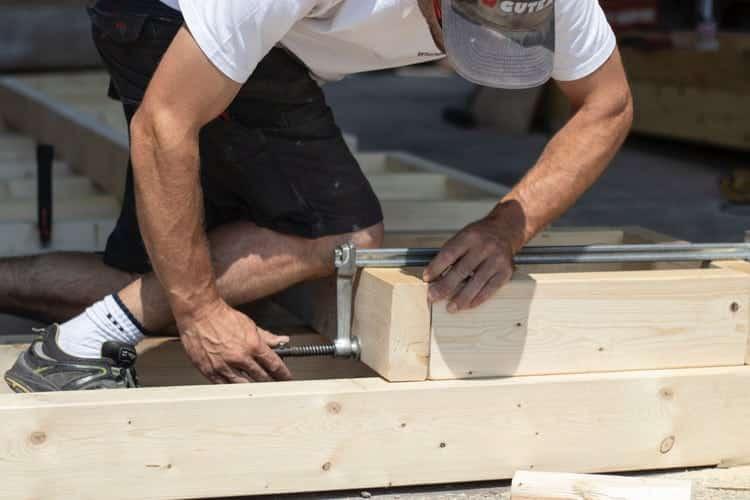 Anlita en professionell takläggare